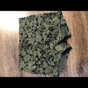 NWOT Lululemon in movement flower spandex shorts